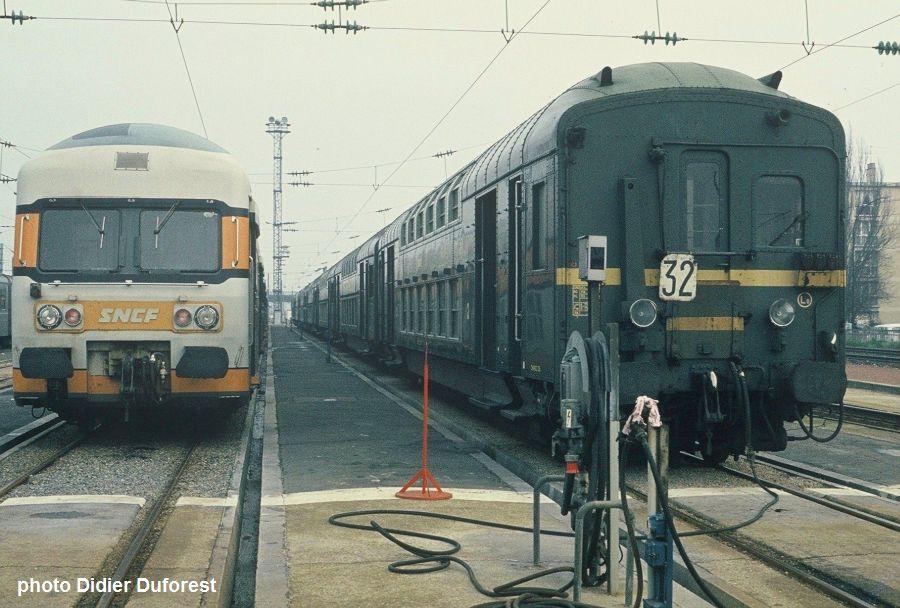 sp cial vapeur et voitures etat 2 niveaux les trains de l 39 histoire. Black Bedroom Furniture Sets. Home Design Ideas