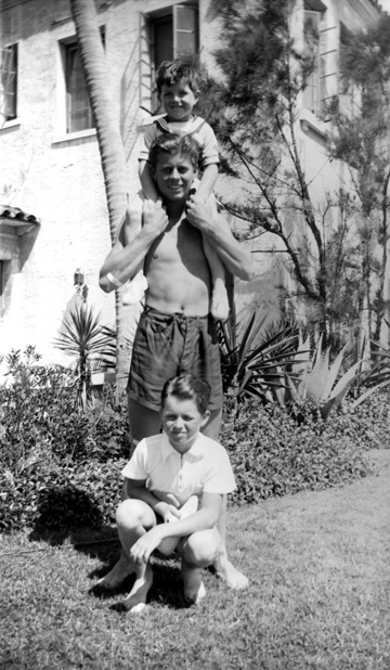 JFK et ses frères Ted Kennedy et Bobby Kennedy   (1936)