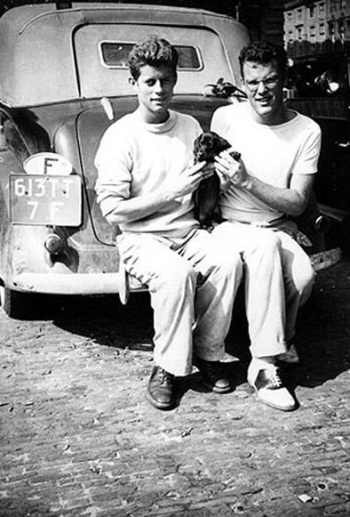 JFK et Lem Billins avec Offie à La Haye  (08.1937)
