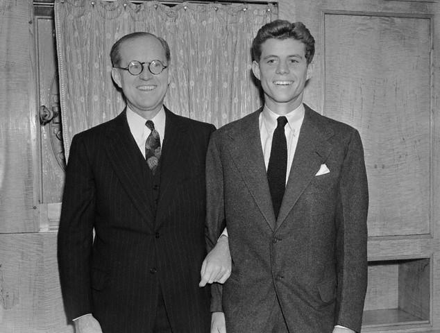 JFK accueillant son père lors de son retour  aux Etats-Unis (15.12.1938)
