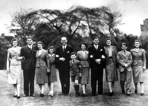 La famille Kennedy au grand complet à Londres  (04.07.1938)