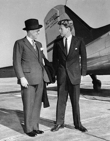 JFK recevant la visite de son père à San Francisco (15.11.1940)