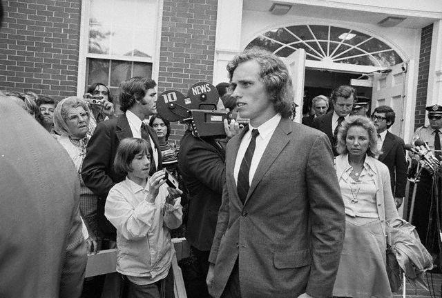 Joseph Patrick Kennedy II à la sortie du tribunal (20.08.1973)