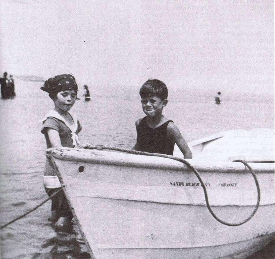 Rosemary et JFK à Hyannis Port (1924)
