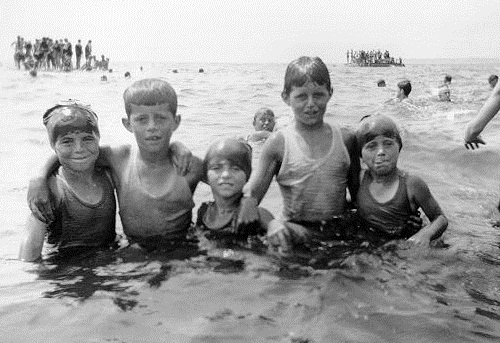 Rosemary, JFK, Eunice, Joe Jr et Kathleen à Hyannis Port (1925)