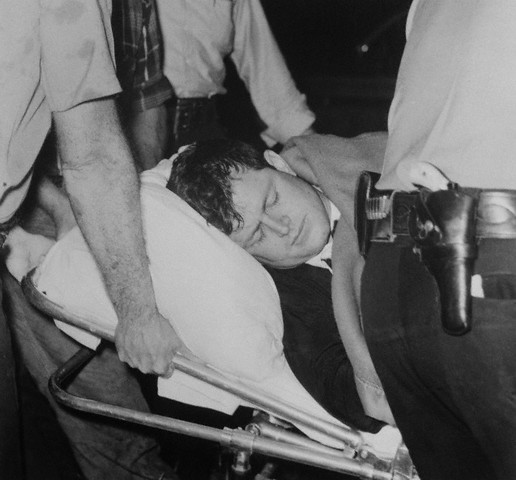 Edward (Ted) Kennedy emmené en ambulance