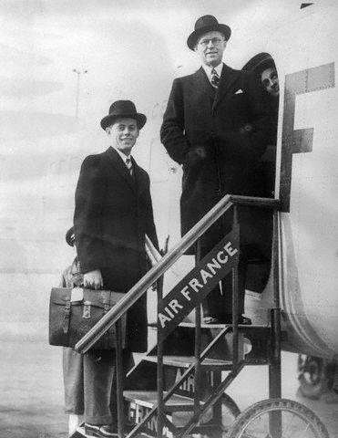 JFK et son père prenant l'avion en direction  de Paris (03.1939)