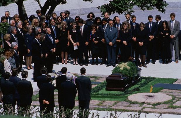 Les funérailles de Jacqueline (Jackie) Bouvier au cimetière d'Arlington (23.05.1994)