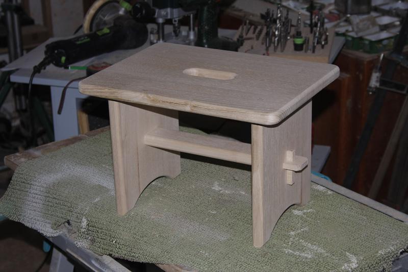 un petit banc. Black Bedroom Furniture Sets. Home Design Ideas