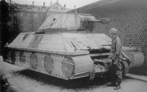 Panzerkampfwagen-Attrappe auf UE(f)