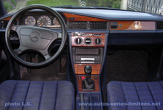 Les 190 s ries limit s w201 for Interieur mercedes 190d
