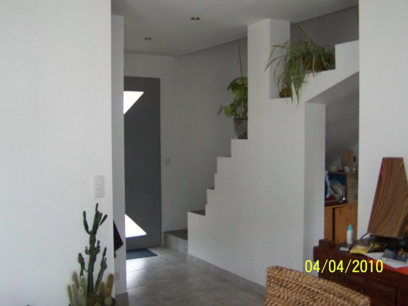 Cuisine moderne bordeau et meuble palissandre sos - Comment peindre une cage d escalier haute ...